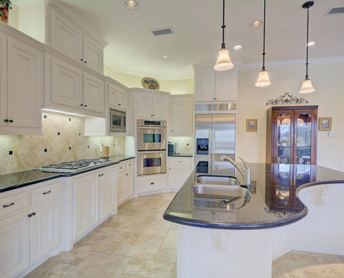 kitchen (large island)